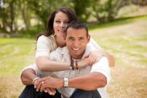 Photo of happy latino couple who have attended online marriage counseling with a Spanish speaking e-therapist in Chicago, IL.